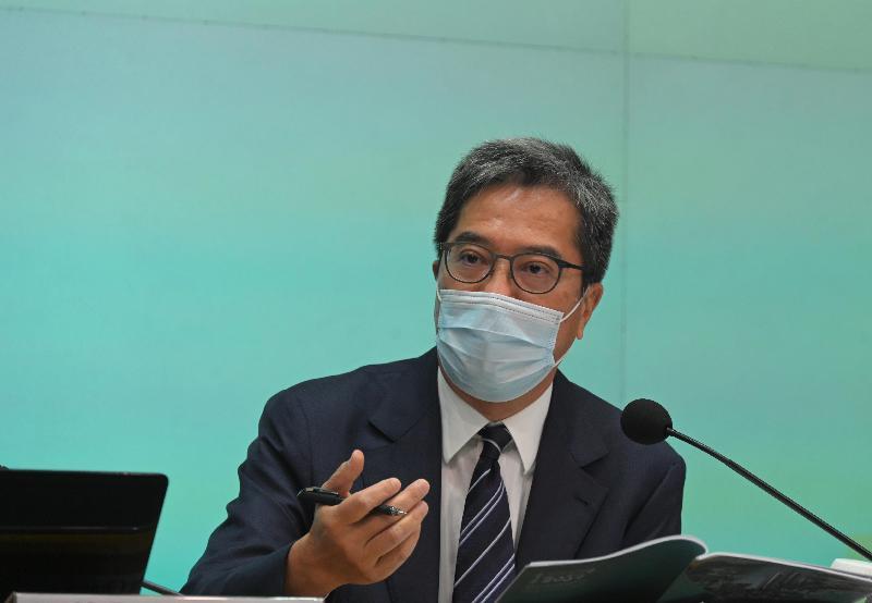 發展局局長黃偉綸今日(十月八日)舉行記者會,介紹在《行政長官2021年施政報告》中有關發展局的措施。