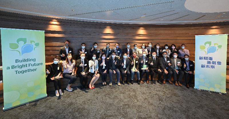 創新及科技局局長薛永恒(前排右四)今日(十月十二日)聯同創新及科技局副局長鍾偉强博士(前排中)、政府資訊科技總監林偉喬(前排左三)和創新科技署署長潘婷婷(前排左五)與香港科學園初創企業代表合照。